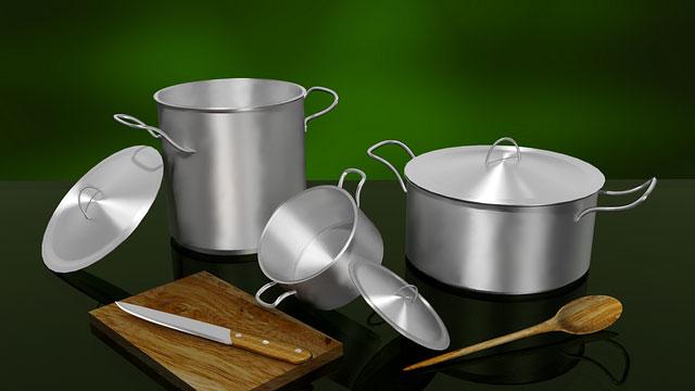 Le pentole: attrezzatura base. Qualche consiglio per attrezzare la vostra cucina in modo funzionale e risparmiare sugli acquisti inutili…